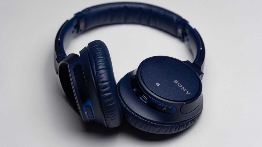 What-Is-the-Difference-Between-Wired-&-Wireless-Headphones-on-expertview-online